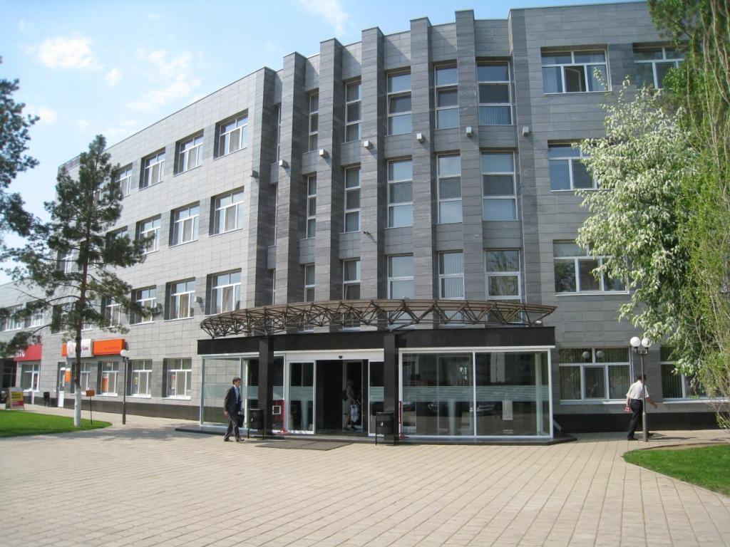 Вход слева от Евросети. Второй этаж
