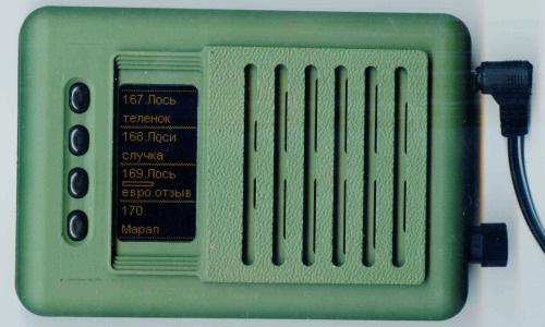 Электронный манок Егерь-6М, подключенный к внешнему источнику питания (кликните по фото для увеличения)